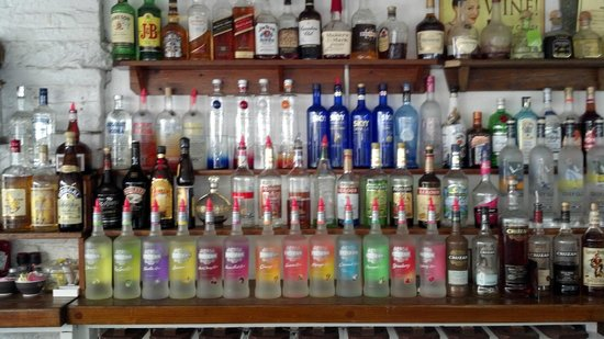The Courtyard Restaurant : Well stocked bar