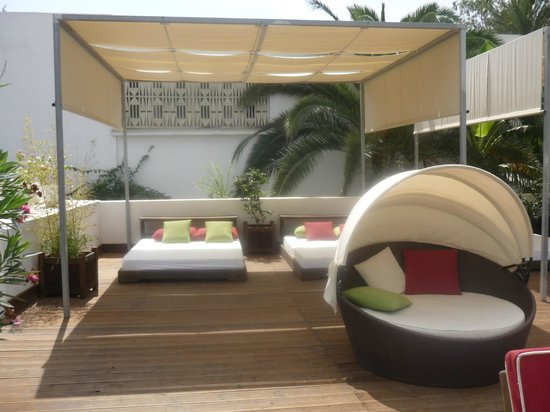 The Orangers Beach Resort & Bungalows: Hotel Pool Lounge