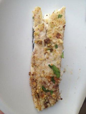 Antichi Sapori Ristorante: pesce impanato con granella di frutta secca e pistacchio
