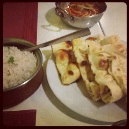 Swagatam Bar-Restaurant Hindu: Chicken Tikka and Naan