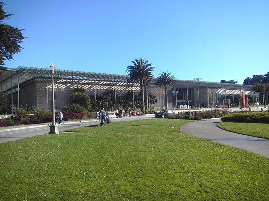 พื้นที่สันทนาการแห่งชาติโกลเดนเกท: Vista exterior da Academy of Sicences