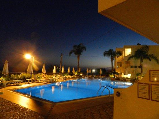 Pefkos View Studios & Apartments: Pool area