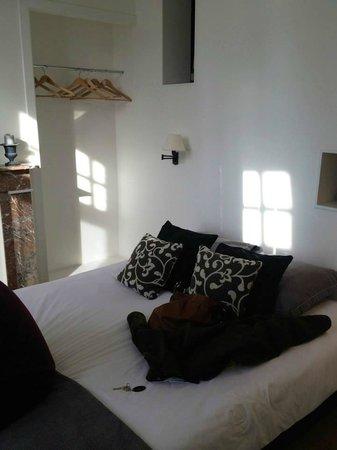 Charming Brugge: white room