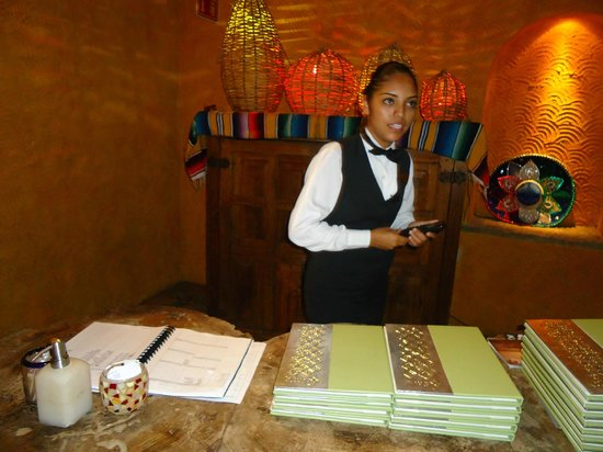 Hyatt Ziva Puerto Vallarta: Susy Rubio, amable hostess en El Patio y World Café