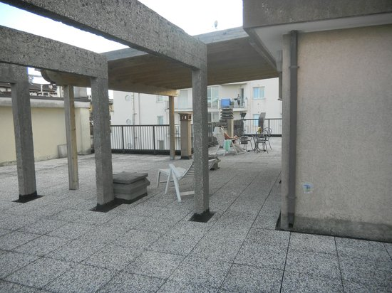 Hotel Rosa: Extensive terrace