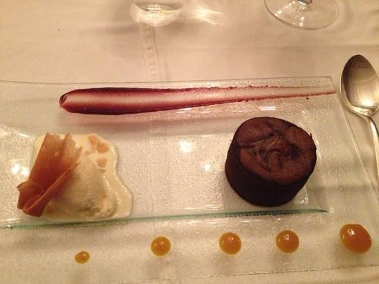 Palais Aziza & Spa: molten chocolate cake with house made almond nougat ice cream