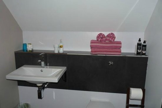 Regency Rooms: Shower room - with stripy towels!