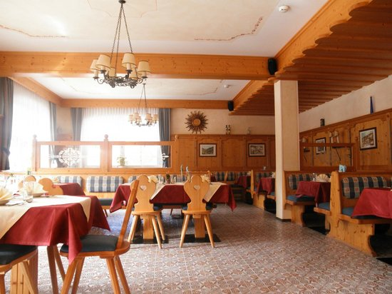 Wagrain, Austria: Dining Room and Bar