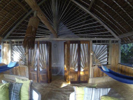 Ras Kutani: Lounge area of Banda- great hammocks!