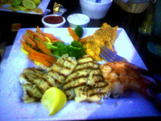 Fins Market and Grill: Nice triple entree - catfish, snapper and prawns