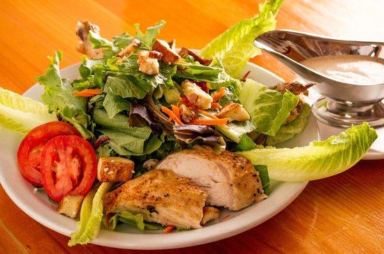 Royal Bavaria Brewery & Restaurant: Salad with warm Rotisserie Chicken
