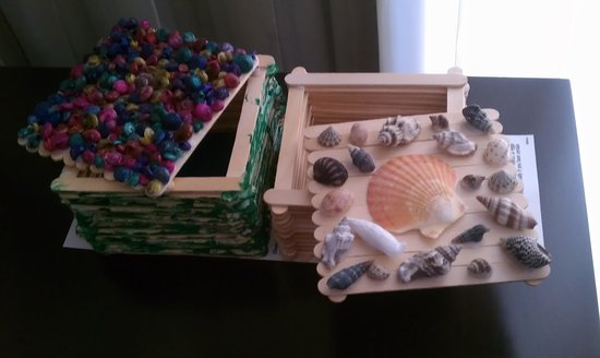 Holiday Inn Resort Daytona Beach Oceanfront: Activity time.  Free craft time with Jamie!! Fun!