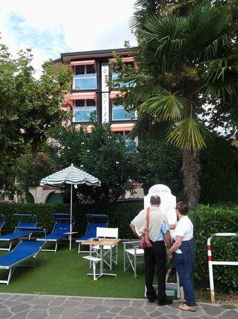 Hotel Kriss Internazionale: Taken from the pebble beach