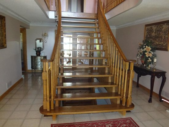 Villa Alexandrea Bed & Breakfast: Staircase at entrance