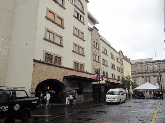 Hotel de Mendoza: ホテル前の交通規制