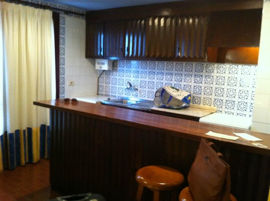 Aparthotel Londres: cocina en la misma habitación.