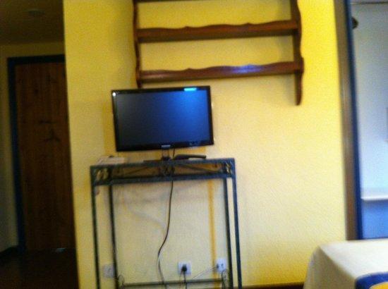 Aparthotel Londres: la tv de la habitación