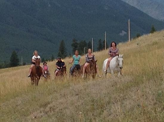 Sweet Grass (Dude) Ranch : on way to swim with the horses