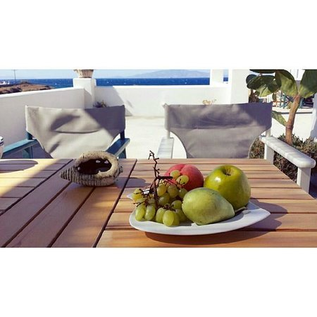 Sun Anemos Resort: Fruits on the terrace!