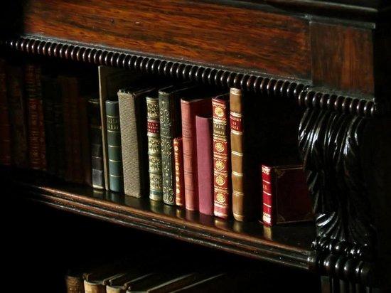 Sudbury Hall : Such teeny books