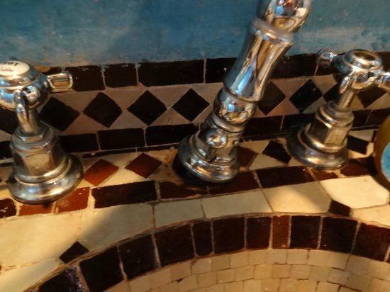 kasbah Caracalla : robinet salle de bain