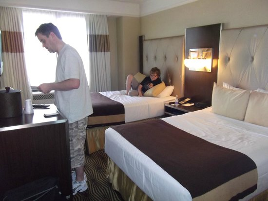 The New Yorker A Wyndham Hotel: Our Metro room