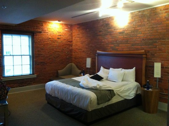 Lancaster Arts Hotel - Deluxe Room