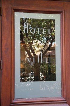 Hotel En Ville: Reflets...