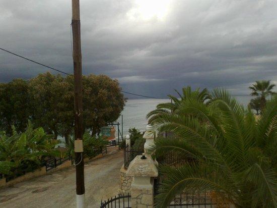 Ellinon Pelagos Tavern: a rainy day at Ellinon Pelagos