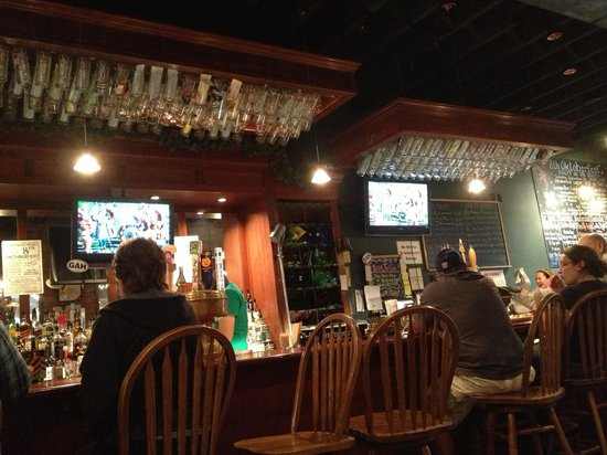Gardner Ale House: Great sports bar, mug club