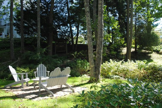 Camden Maine Stay Inn : A perfect place for a glass of wine