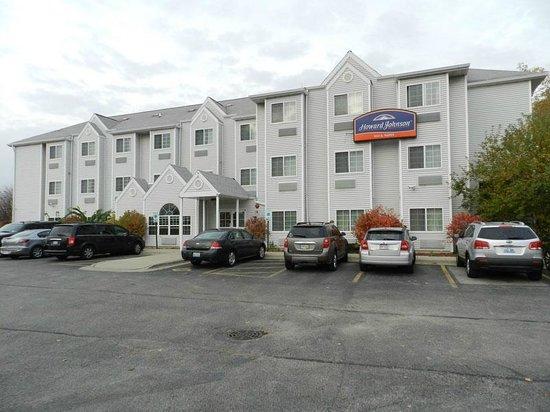 Howard Johnson Inn and Suites Elk Grove Village O'Hare: Fachada