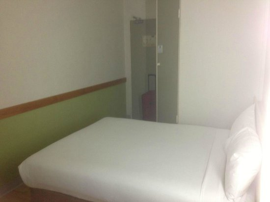 Ibis Budget Canberra: Not for the claustrophobic bedroom