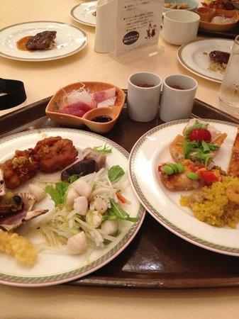 Hotel Shima Spain Mura : 夕食ビュッフェ。一人¥4620