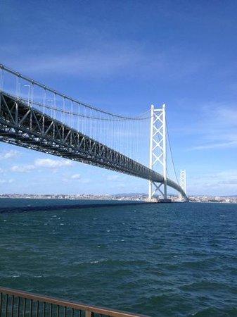 Michi-no-Eki Awaji: 道の駅から見える明石海峡大橋