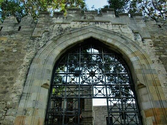 City Walls: Gates to the old city
