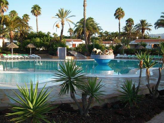 Bungalows Las Vegas Golf: Vue de la piscine, très correctement entretenue tous les matins