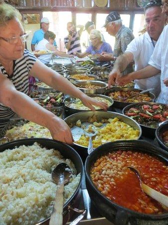 Bizim Ev Hanimeli Restaurant: Buffet style; that's the owner on the left