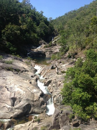 Behana Gorge Waterfall: The view at the top.