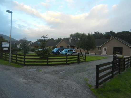 Aslaich Bed & Breakfast: View of the B&B from the road