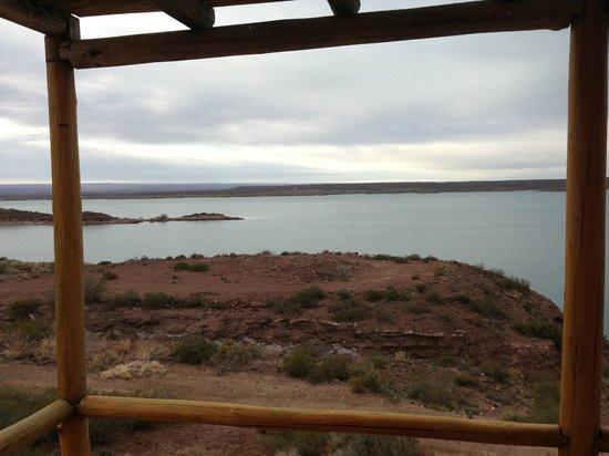 Cabañas Los Acantilados: Hermosa vista del lago Ramos Mejía