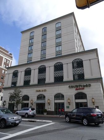 Courtyard by Marriott Stamford Downtown: hotel