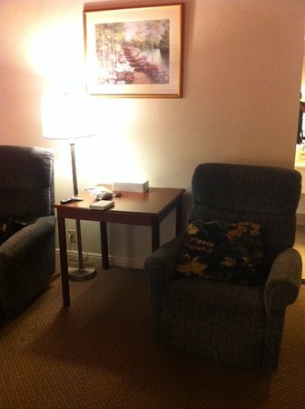 BEST WESTERN Antlers: Recliners were a nice touch.