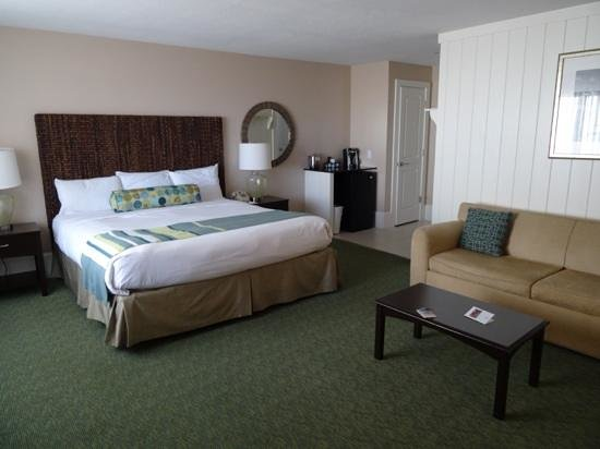 Sea Crest Beach Hotel : fireplace kimg side room