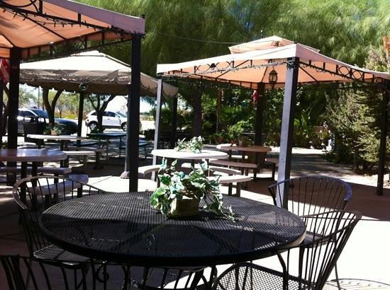 Chiriaco Summit Cafe: Nice patio