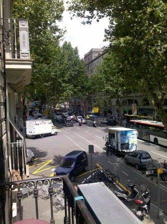 Paraiso Travellers Hostel : Vista desde la mini terraza de la sala común