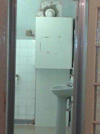 Apples Inn: shared bathroom