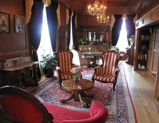Manresa Castle: Parlour - off the lobby