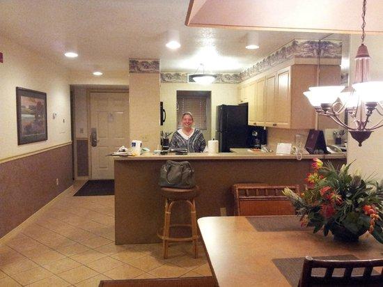 Parkway International Resort: Comedor y cocina