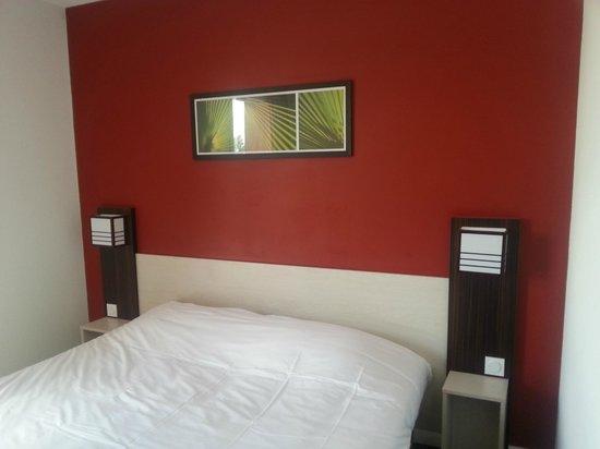 Inter-Hotel Carcassonne-Pont Rouge: Habitación, un poco duro el colchón